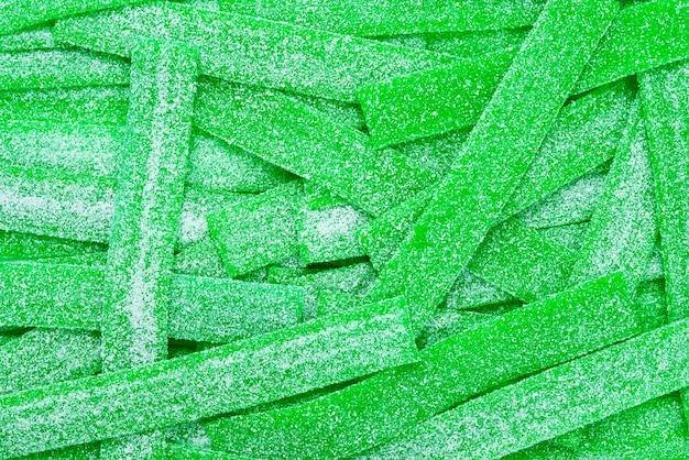 Sfondo di caramelle gommose succose verdi. vista dall'alto. dolci di gelatina.