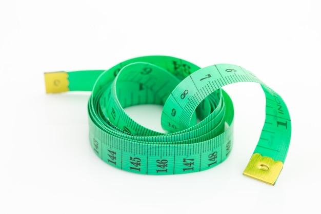 Nastro di misurazione verde isolato