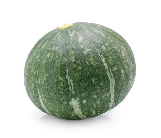 Zucca verde isolato su sfondo bianco