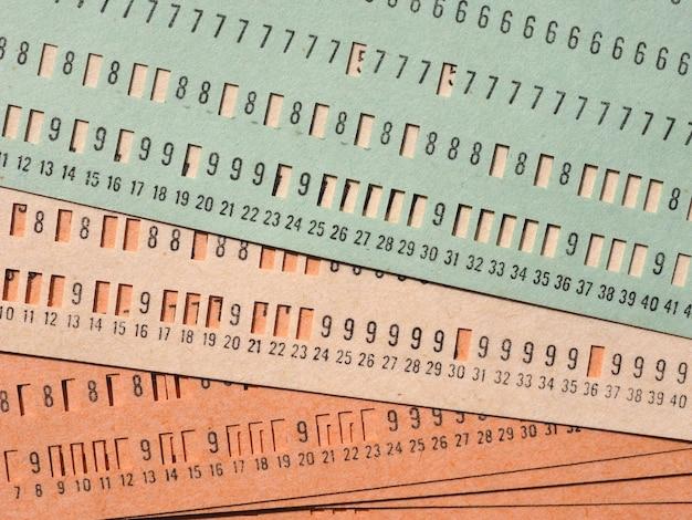 Scheda perforata verde per la programmazione