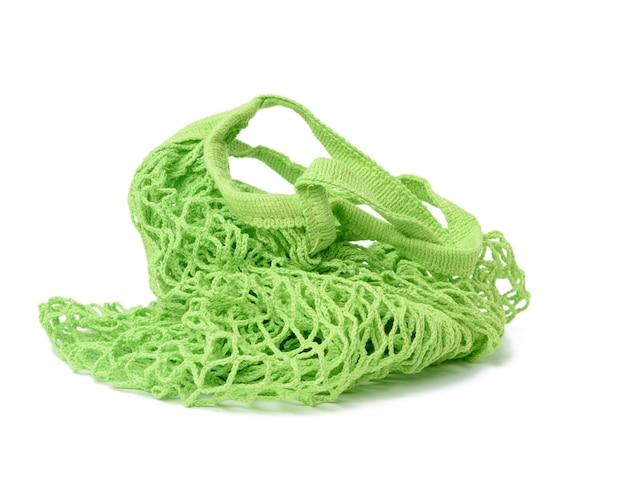 Sacchetto di corda riutilizzabile verde tessuto da filo isolato su sfondo bianco, zero rifiuti