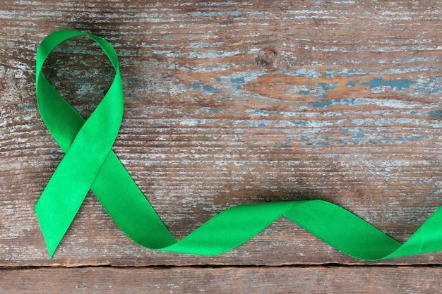 Nastro verde. scoliosi, salute mentale e altro, simbolo di consapevolezza