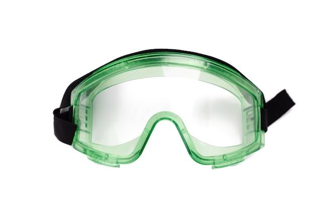 Occhiali di sicurezza verdi su un bianco. abbigliamento protettivo industriale