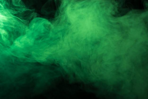 Fumo verde sullo sfondo