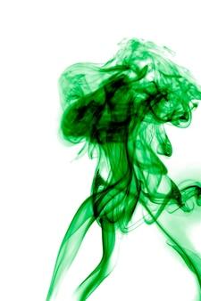 Fumo verde su sfondo bianco