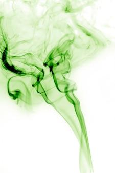 Fumo verde con sfondo bianco