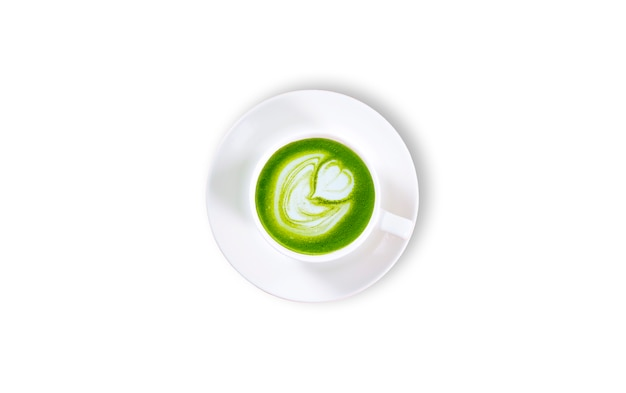 Latte di matcha del tè verde in un fondo bianco della tazza isolato. vista dall'alto