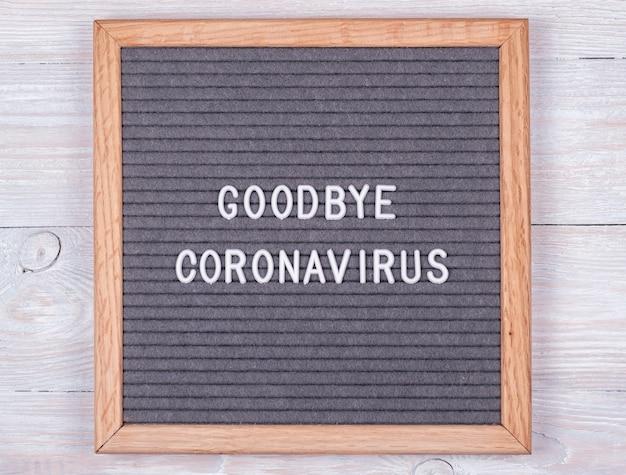 Tabellone in feltro grigio con l'inglese addio al coronavirus