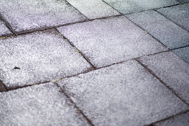 Pavimentazione in pietra grigia, passaggio pedonale, pavimentazione vicino, la trama, vista dall'alto. sfondo di pavimento in pietra squadrata di mattoni di cemento. lastre per pavimentazione in calcestruzzo. lastre di pavimentazione