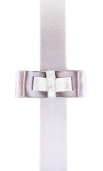Nastro e fiocco grigio e argento su bianco