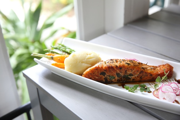 Trancio di salmone al forno alla griglia