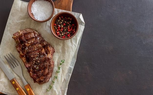 Bistecca di manzo alla griglia. cucina americana. ricetta. carne.