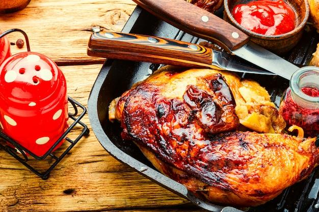 Coscia di pollo alla griglia alla griglia