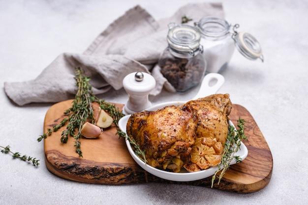 Cosce di pollo alla griglia con aglio