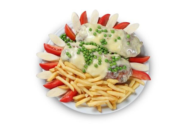 Bistecca di carne alla griglia con patatine fritte al forno.