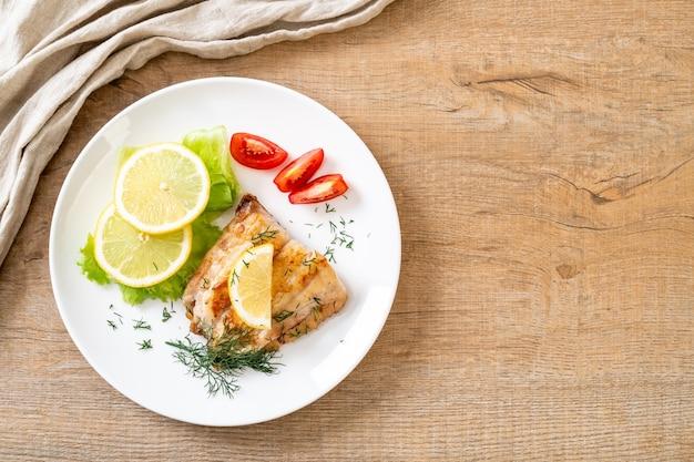 Dentice alla griglia bistecca di pesce con vagetable