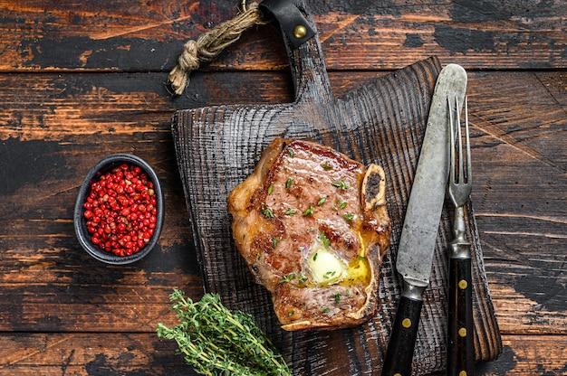 Bistecca di controfiletto alla griglia con l'osso