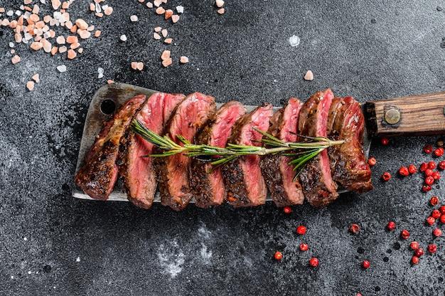 Bistecca di las vegas alla griglia. carne di manzo marmorizzata