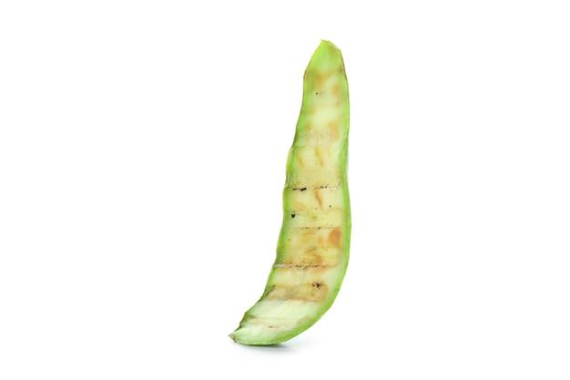 Fetta di zucchine grigliate isolato su bianco