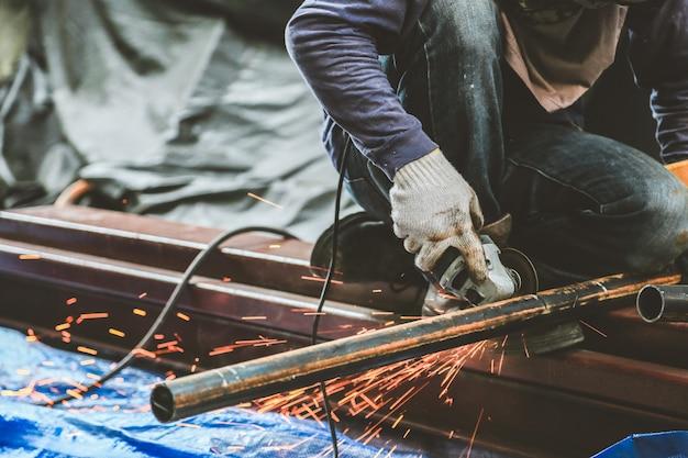 Rettifica di acciaio e saldatura di acciaio
