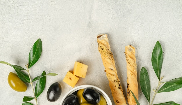 Grissini al gusto di olive verdi e nere
