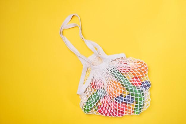 Generi alimentari in sacchetti ecologici
