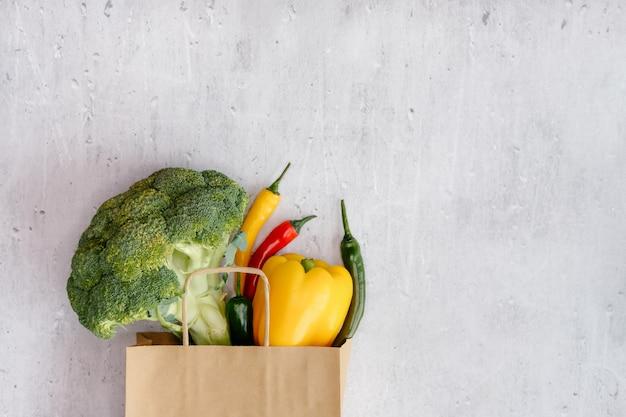 Generi alimentari nel carrello