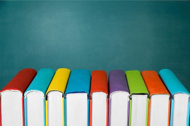 Gruppo di libri da vicino sullo sfondo
