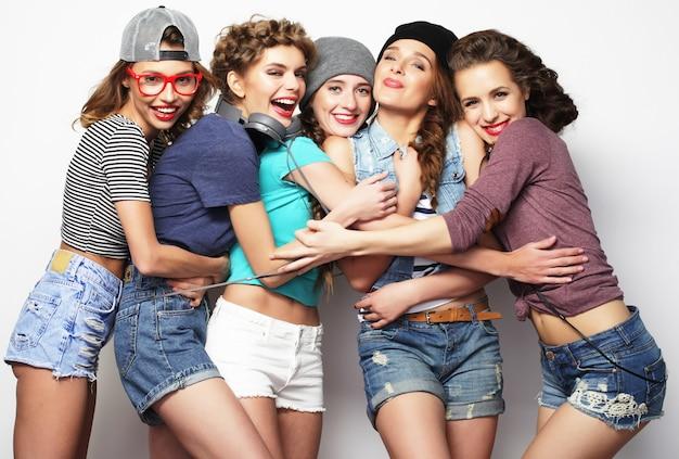 Gruppo di cinque amiche