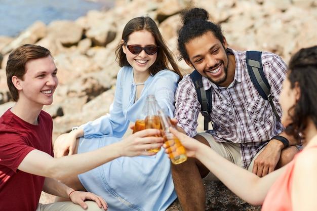 Gruppo di amici via mare