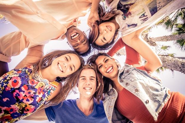 Gruppo di amici che si diverte