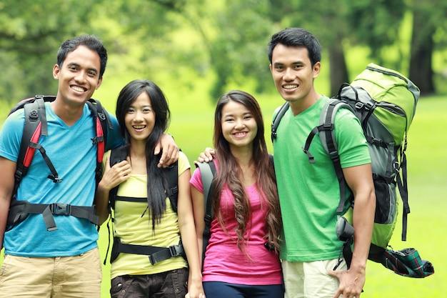 Gruppo di amici durante un'escursione