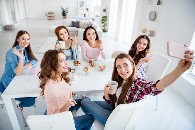 Gruppo di amiche che trascorrono del tempo insieme