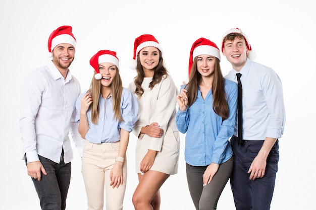 Gruppo di giovani felici in cappelli della santa