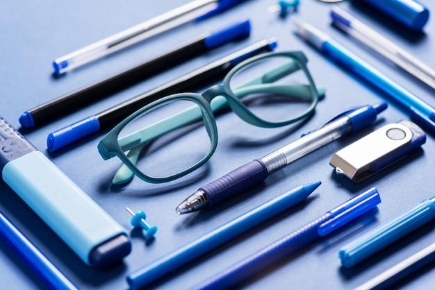 Gruppo di materiali sull'azzurro