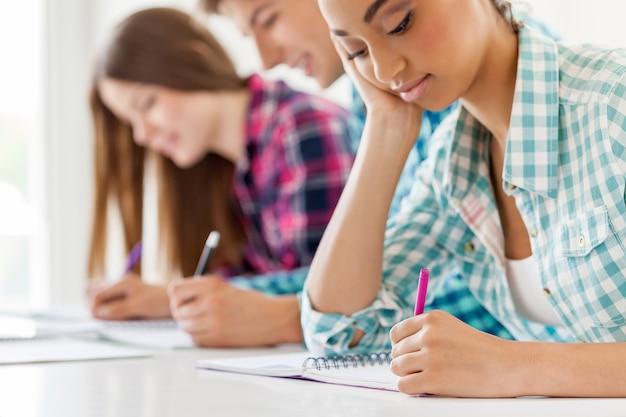 Test di esame di scrittura di gruppo di studenti
