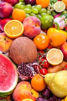 Gruppo di frutta e verdura