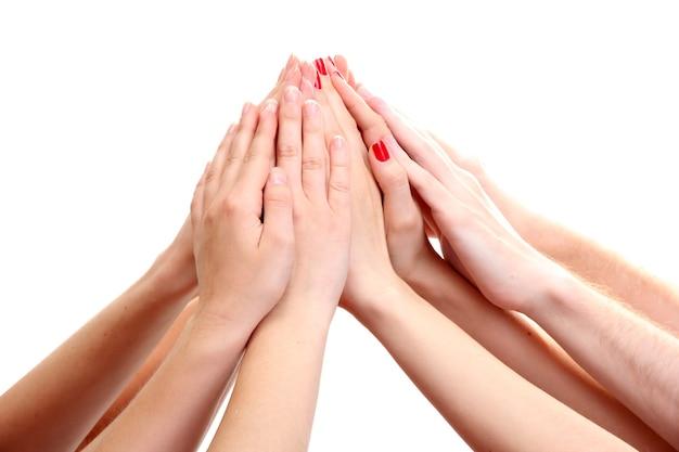 Gruppo di mani dei giovani isolate su bianco