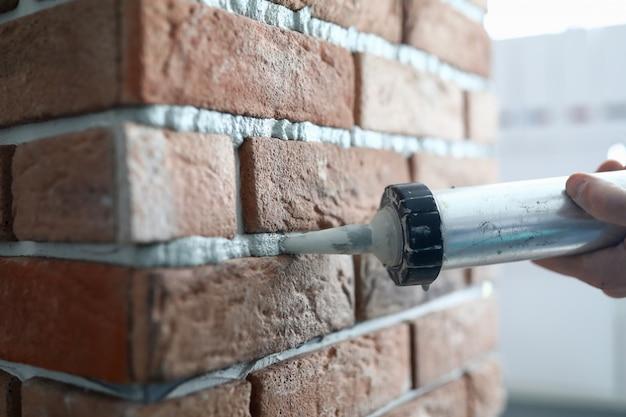 Stuccatura con fuga di piastrelle