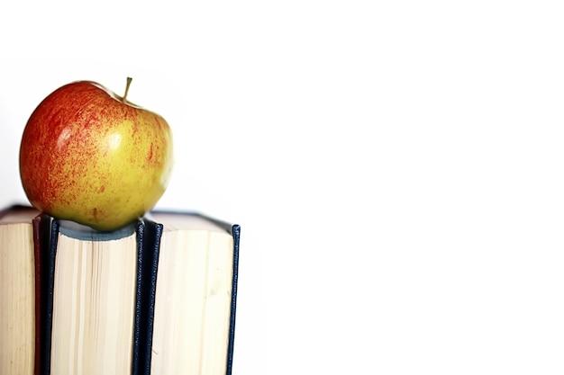 Penna di mela pila di libri di educazione fotografica effetto grunge