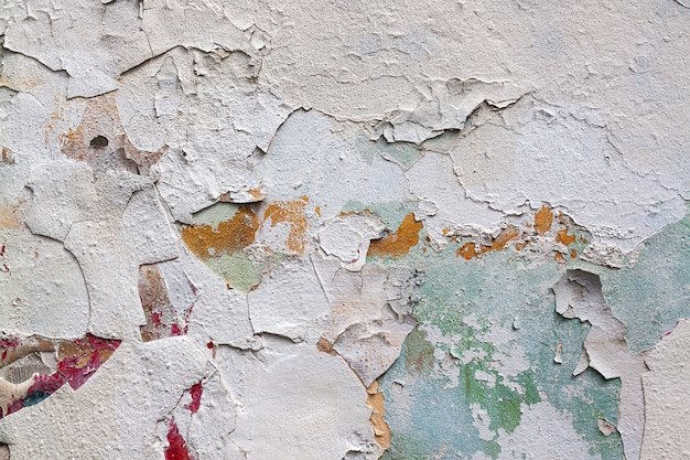 Parete bianca di lerciume di vecchia struttura dipinta del cemento