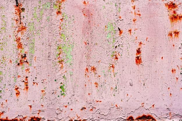Struttura rossa grungy, vecchia superficie della barca del metallo, fondo astratto. sfondo di metallo rosso dipinto in rosso con graffi