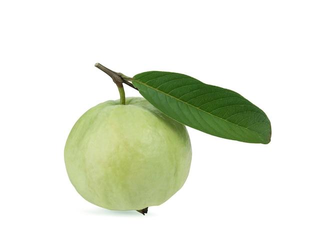 Frutto di guava isolato su sfondo bianco