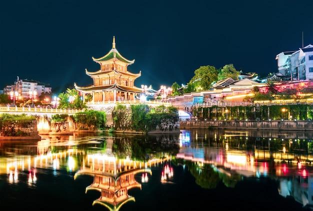Guiyang, cina skyline al padiglione jiaxiu sul fiume nanming.