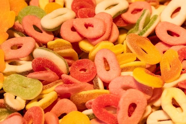 Gummies. dolci multicolori a forma di anello.