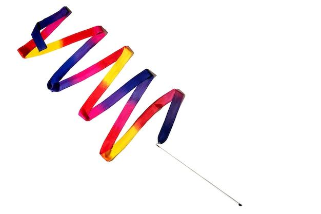 Nastro di ginnastica nastro di ginnastica ritmica multicolore isolato su sfondo bianco