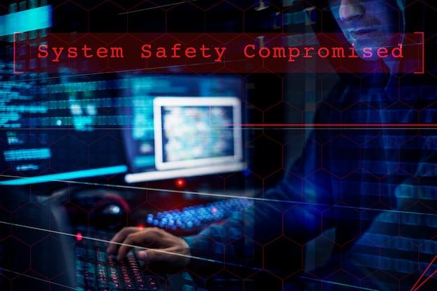 Hacker hacking su un sistema di dati