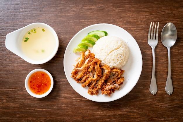 Riso al pollo hainanese con pollo fritto