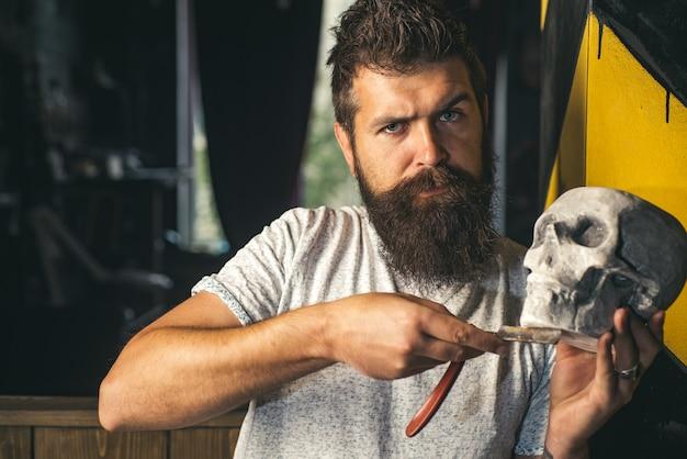 Parrucchiere e barbiere vintage. balsamo per barba. barbiere. ottimo momento al barbiere.