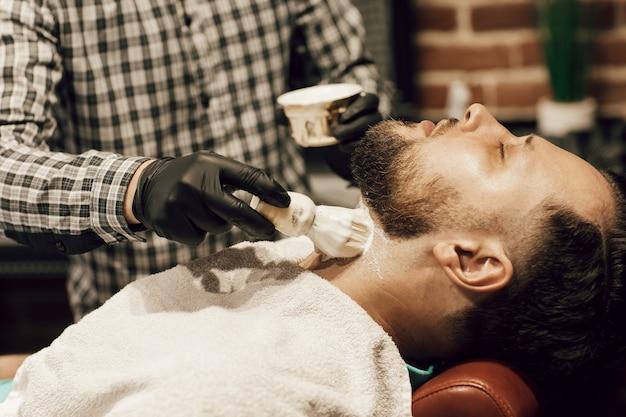 Taglio di capelli dal barbiere
